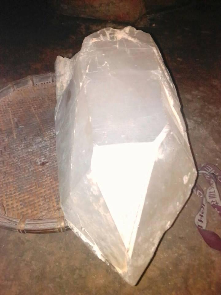 bán đá thạch-anh-trắng-nặng-25kg